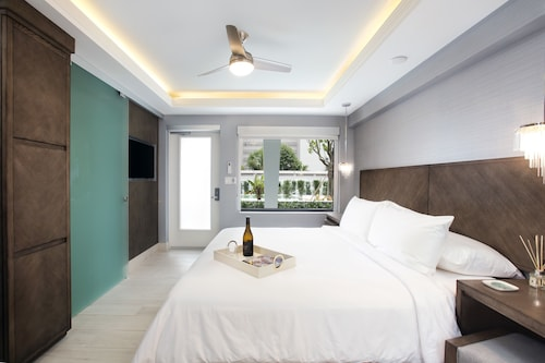Ikona Hotel