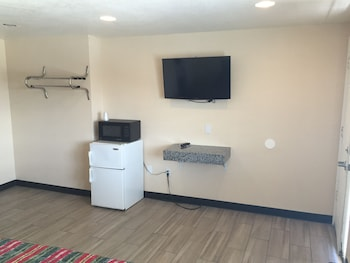 Ace Budget Motel - San Diego, CA 92115 - Guestroom