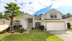 5 Bed 3 Bath Home with pool on Golf Course by RedAwning