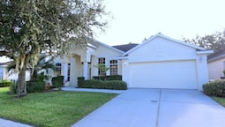 4 Br home with Living Room Overlooking the Pool by RedAwning
