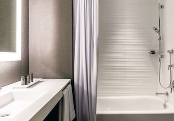 AC Hotel by Marriott San Jose Downtown - San Jose, CA 95113 - Guestroom