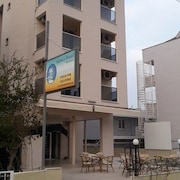 馬爾馬里斯阿多尼斯飯店