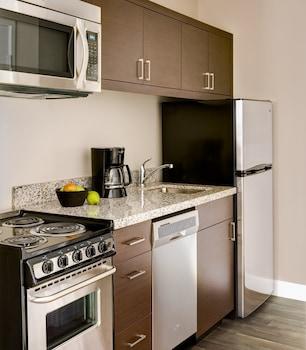 TownePlace Suites by Marriott Auburn - Auburn, AL 36832 - Guestroom