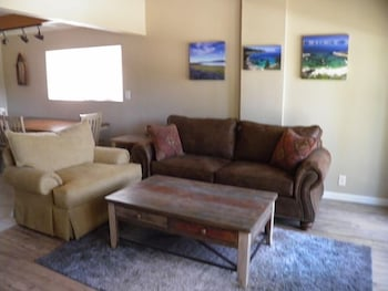 1700 Bart Court - South Lake Tahoe, CA 96150 - Living Room
