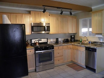 1700 Bart Court - South Lake Tahoe, CA 96150 - In-Room Kitchen