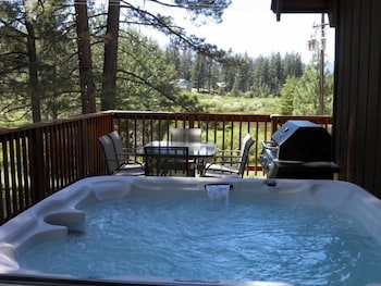 1700 Bart Court - South Lake Tahoe, CA 96150 - Outdoor Spa Tub