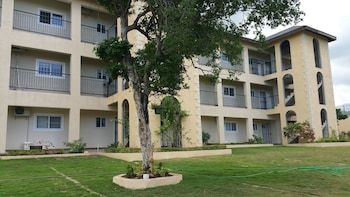 Hotel New Kingston Guest Apartment At Donhead