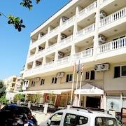 馬爾馬里斯中央飯店