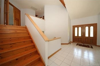Roxbury Suites - Roxbury, CT 06783 - Interior Entrance