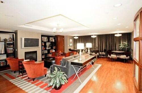 東港全球奢華套房飯店
