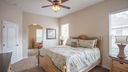 SUNNY 4 Bedroom Holiday home by Follow the sun vacation Rentals