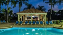 MAGNIFICENT 7 Bedroom Holiday home by Follow the sun vacation Rentals