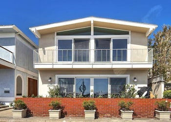 1006 South Bayfront By Redawning In Newport Beach
