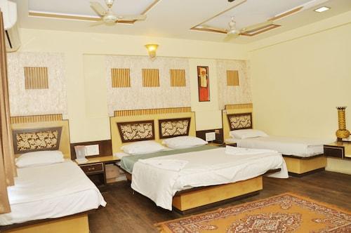 西蘇拉杰宮飯店