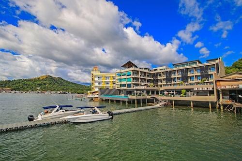 科隆島灣邊兩季飯店