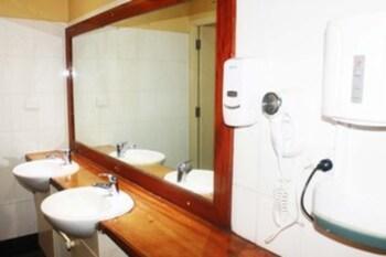 Smugglers Cove Horizon Beach Resort - Hostel