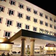 阿維亞里飯店