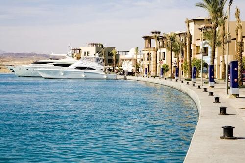 加利卜港日出碼頭渡假村