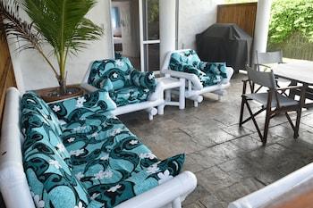 拉羅湯加白屋公寓飯店