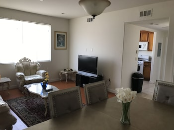 Apartment In LA Near Beverly Hills