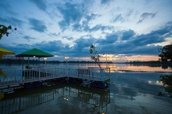 Bluemoon Riverside Resort