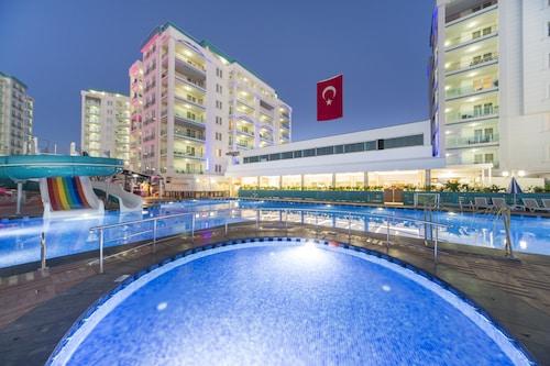 薩拉耶拉爾現代全包式飯店