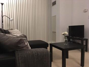 Lavish Suites - Luxury Condo - CN TOWER