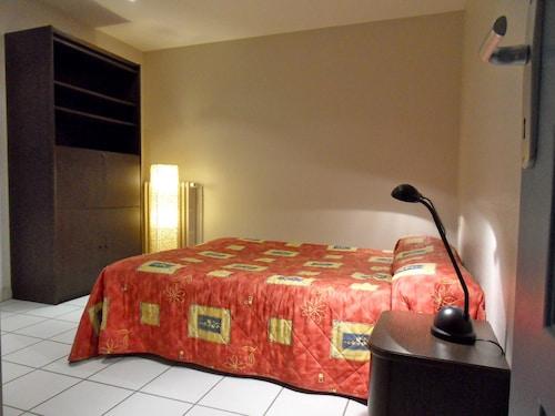 伏爾泰公寓飯店