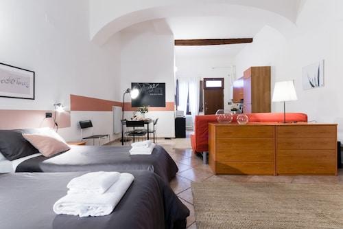 森薩諾梅老城波隆納飯店