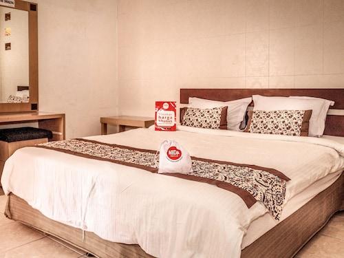 丹帕沙普拉德瑪克 57 號尼達飯店 - 迪大廈飯店