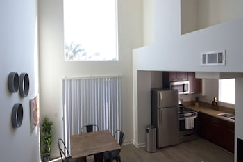 Bi Level 1BR in West LA by Sonder