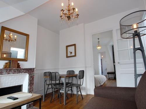 巴黎凡爾賽門觀光公寓飯店
