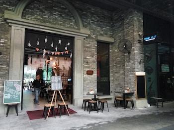 D'Door Guesthouse at Empire Damansara
