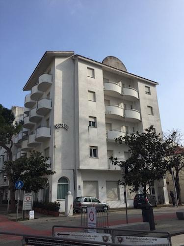 賽卡里尼 9 號飯店
