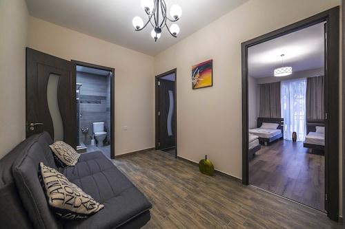 鶯歌洛瓦適居公寓飯店
