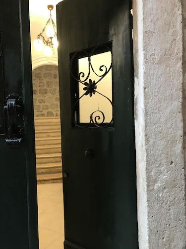 里拉提老城宮殿飯店