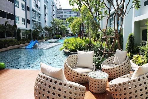 至信泳池和花園華欣公寓飯店
