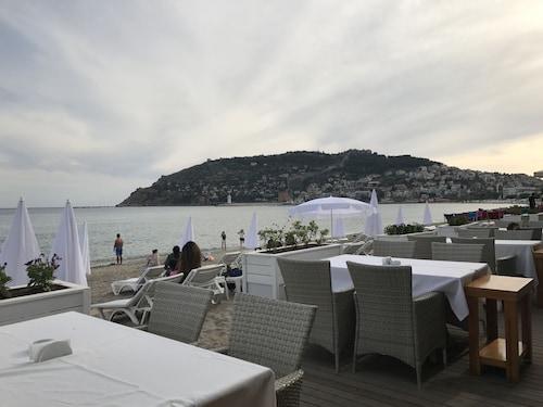 居內海灘飯店