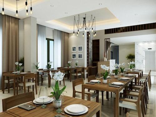 金黃小雛菊飯店