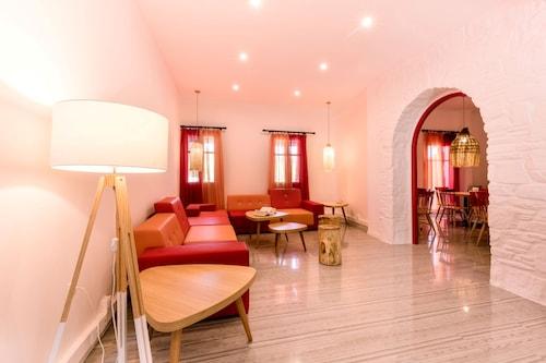 艾卡瓦托斯帕羅斯飯店