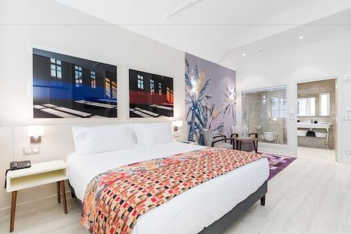 帕拉伊斯薩雷雅公寓套房飯店