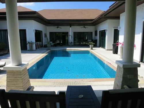 奈漢 Yves 3 床房泳池別墅飯店