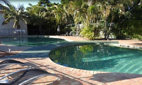 Aqualuna Beach Resort