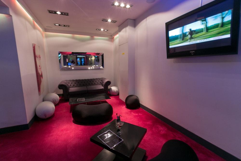 Ideal Hotel Design Paris, Paris Get INR1548 instant discount ...