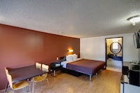 Room, 1 King Bed, Non Smoking, Kitchenette
