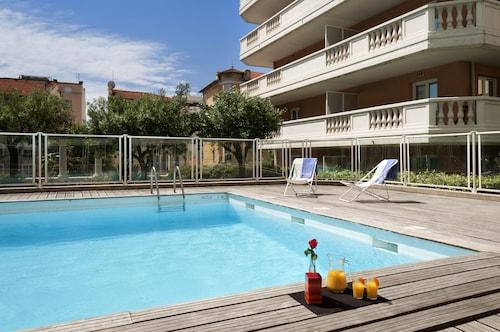 尼斯馬南阿德吉奧阿克瑟斯公寓飯店