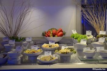 Movenpick Hotel Cebu Breakfast Area