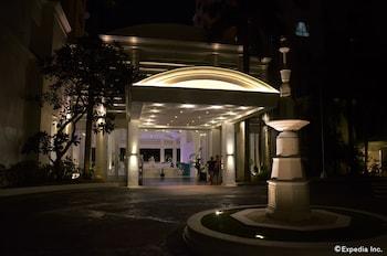 Movenpick Hotel Cebu Hotel Front - Evening/Night