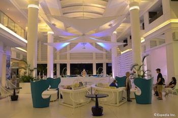 Movenpick Hotel Cebu Lobby Sitting Area