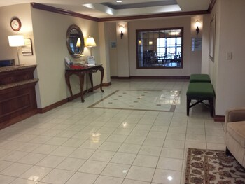 Holiday Inn Express Hotel & Suites Concordia - Concordia, KS 66901 - Lobby